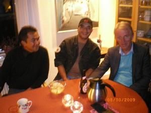 Dari Kanan Villy Søvndal Ketua SF (Socialistisk Folkeparti), Makmor Habib Abdul Ghani dan Zulkifli Yahya,Team Kordinator WAA Pada pertemuan terbuka Partai SF minggu 30-8-2009 di Silkeborg [Foto by Lauttawar]