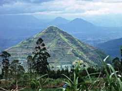 piramida garut